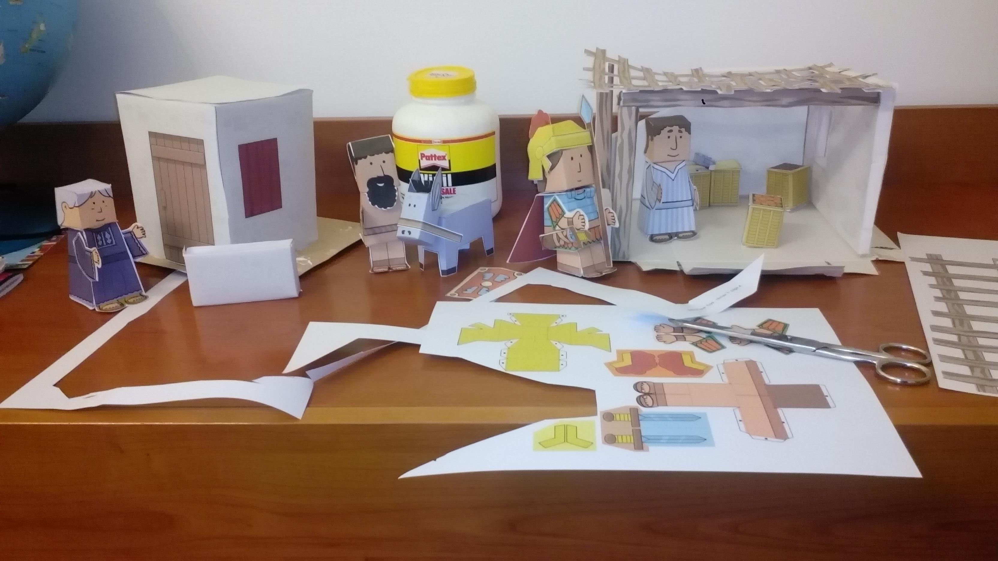 preparazione e ritaglio case e personaggi